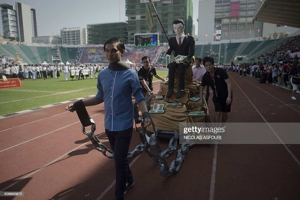 Thai university students participate in a parade lampooning the military junta during a varsity football match at the National stadium in Bangkok on February 13, 2016. Thai university students lampooned the military at a varsity football game in a rare act of open defiance against the junta that has strangled political expression since toppling an elected government two years ago. AFP PHOTO / Nicolas ASFOURI / AFP / NICOLAS ASFOURI