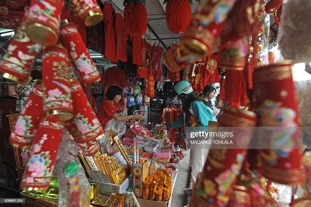 A Thai woman buys decorations at a shop ahead of the Lunar New Year in Thailand's southern Narathiwat province on February 6, 2016. The Lunar New Year which falls on February 8 will mark the start of the year of the monkey and will be widely celebrated throughout the country where 14 percent of the population is ethnic Chinese. AFP PHOTO / Madaree TOHLALA / AFP / MADAREE TOHLALA