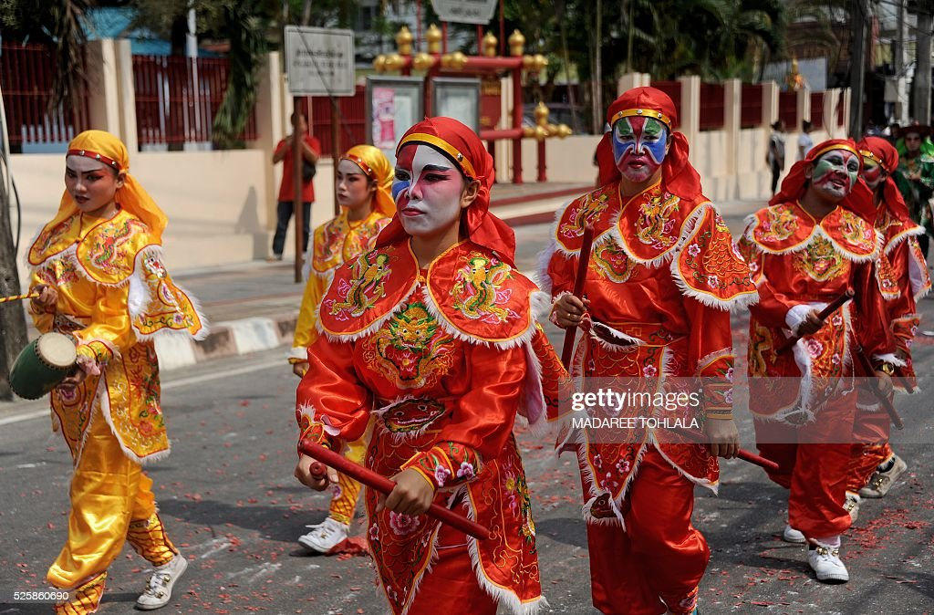 Thai-Chinese devotees parade during an annual religious festival at Chao Mae To Mo in the Sungai Kolok district of Thailand's southern province of Narathiwat on April 29, 2016. The Chao Mae To Mo goddess who is believed to possess magic power is celebrated during the festival taking place in Narathiwat and other southern provinces. / AFP / MADAREE