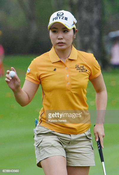 PATTAYA Thailand Mamiko Higa of Japan responds to cheers from the gallery after sinking a birdie putt on the 18th hole at the Siam Country Club in...