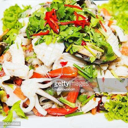 Tailandia comida picante de una ensalada de pescados y mariscos del Mar : Foto de stock