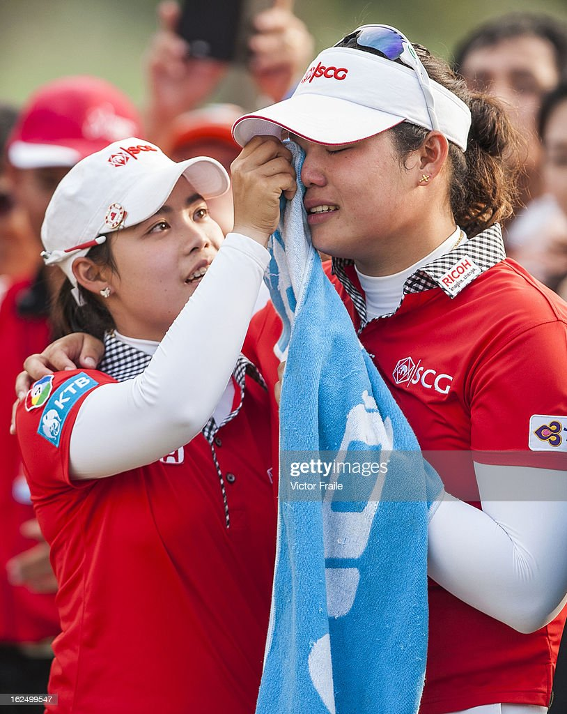 Thailand's Ariya Jutanugarn (R) is consoled by her sister Moriya after loosing the event with a triple bogey on the final 18th hole during day four of the Hond LPGA Thailand at Siam Country Club on February 24, 2013 in Chon Buri, Thailand. Inbee Park of South Korea won the event.