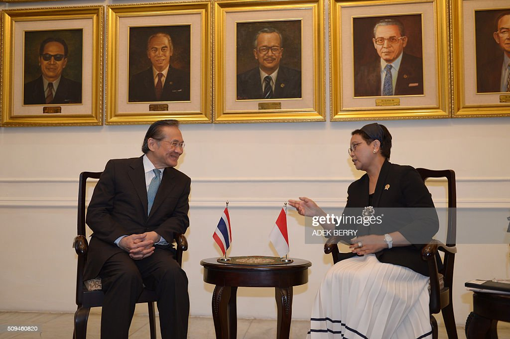 Thailand's Foreign Minister Don Pramudwinai (L) listens to his Indonesian counterpart Retno Marsudi (R) during a meeting in Jakarta on February 11, 2016. Don Pramudwinai held a bilateral meeting with Indonesian counterpart to boost the relationship between the two countries. AFP PHOTO / ADEK BERRY / AFP / ADEK BERRY