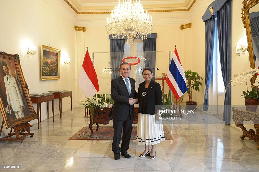 Thailand's Foreign Minister Don Pramudwinai (L) shakes hands with his Indonesian counterpart Retno Marsudi prior to a meeting in Jakarta on February 11, 2016. Don Pramudwinai held a bilateral meeting with Indonesian counterpart to boost the relationship between the two countries. AFP PHOTO / ADEK BERRY / AFP / ADEK BERRY