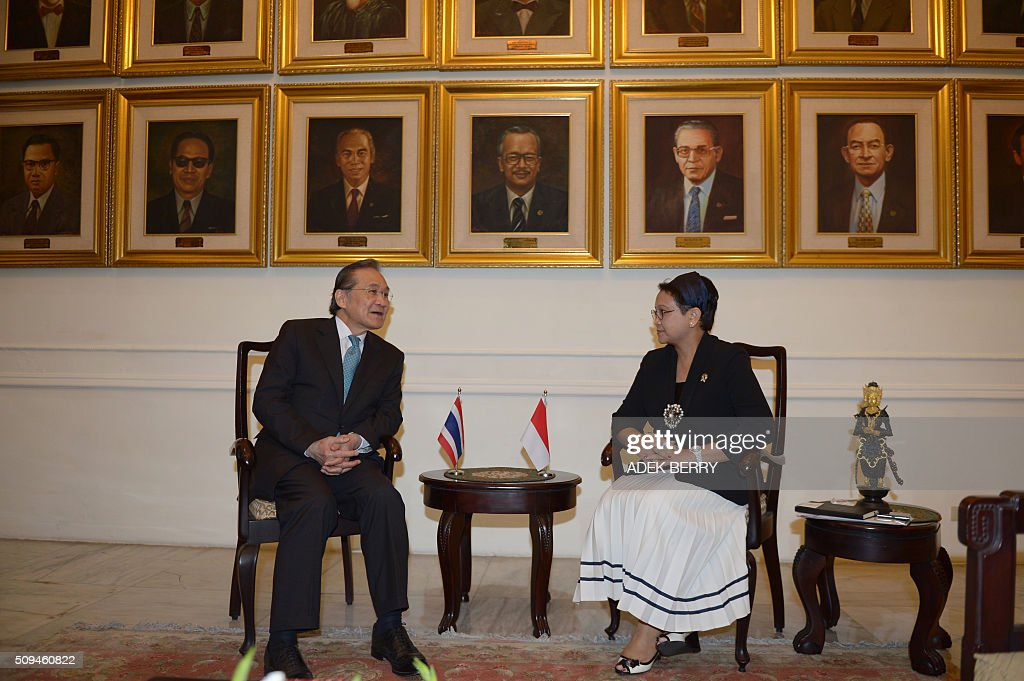 Thailand's Foreign Minister Don Pramudwinai (L) talks to his Indonesian counterpart Retno Marsudi (R) during a meeting in Jakarta on February 11, 2016. Don Pramudwinai held a bilateral meeting with Indonesian counterpart to boost the relationship between the two countries. AFP PHOTO / ADEK BERRY / AFP / ADEK BERRY