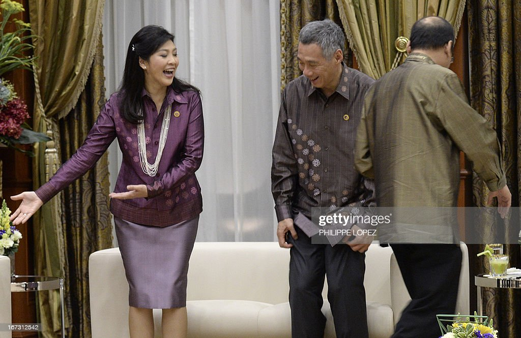 Thailand's Prime Minister Yingluck Shinawatra (L) gestures to Singapore's Prime Minister Lee Hsien Loong (C) as Philippine President Benigno Aquino (R) walks past as they attend the working dinner for the Association of Southeast Asian Nations (ASEAN) summit in Bandar Seri Begawan on April 24, 2013. Southeast Asian leaders met in Brunei hoping to heal wounds from infighting over relations with China while building momentum towards groundbreaking economic partnerships.