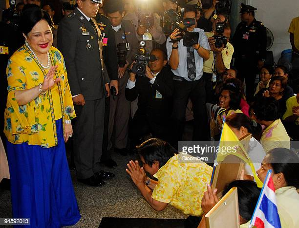 Thailand's Queen Sirikit gestures to wellwishers as she arrives at the Siriraj Hospital in Bangkok Thailand on Sunday Oct 14 2007 Thai King Bhumibol...