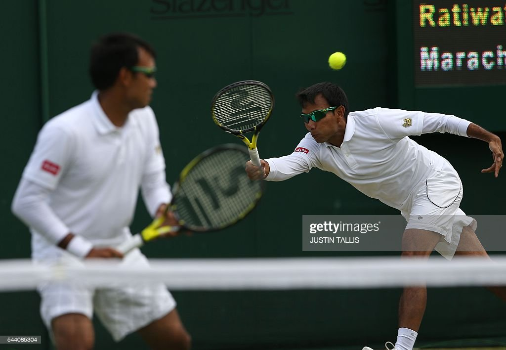 Thailand's Sanchai Ratiwatana and Thailand's Sonchat Ratiwatana return to Austria's Oliver Marach and France's Fabrice Martin during their men's doubles match on the fifth day of the 2016 Wimbledon Championships at The All England Lawn Tennis Club in Wimbledon, southwest London, on July 1, 2016. / AFP / JUSTIN