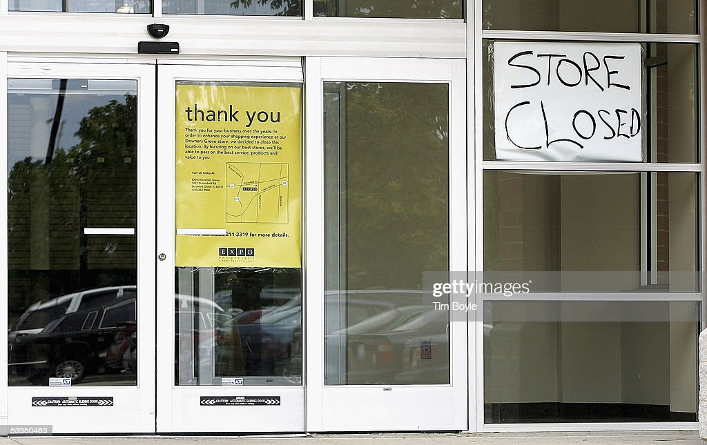 A 'thank you' and a hand-written 'Store Closed' sign are seen in the window at a closed Expo Design Center store August 10, 2005 in Schaumburg, Illinois. Home Depot has said it plans to close a third of its Expo Design Centers in the US, closing three of its five stores in the Chicago area.