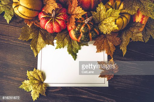 Thanksgiving fall arrangement with blank card for holiday messages : Foto de stock