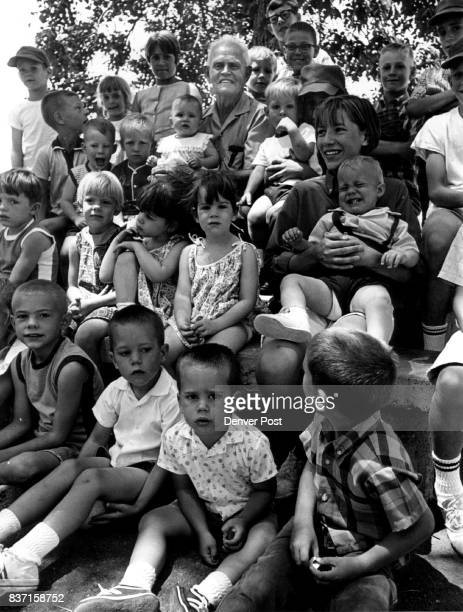 That Mob of Youngsters Is Kinfolk Samuel G Coleman was mobbed by kids Sunday at Sloans Lake Park It wasn't just because the youngsters like him which...