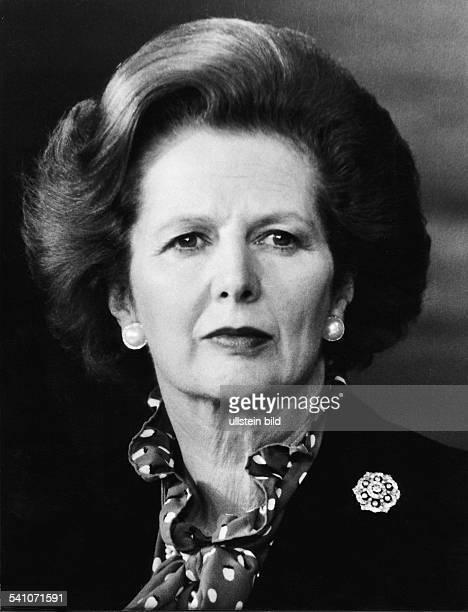 Thatcher Margaret *Politikerin GBPremierministerin 19791990Vorsitzende der Conservative Party 19751990 Portrait in gepunkteter Bluse 1982