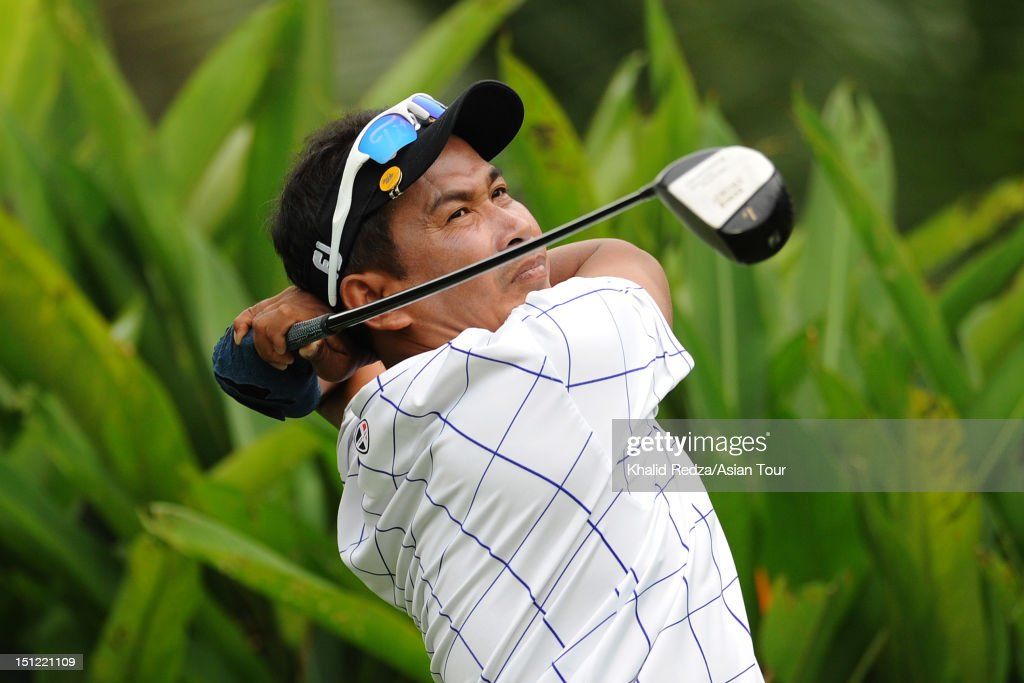 <a gi-track='captionPersonalityLinkClicked' href=/galleries/search?phrase=Thaworn+Wiratchant&family=editorial&specificpeople=221640 ng-click='$event.stopPropagation()'>Thaworn Wiratchant</a> of Thailand hits a shot during previews ahead of the Worldwide Holdings Selangor Masters at Kota Permai Golf and Country Club on September 4, 2012 in Shah Alam, Selangor, Malaysia.