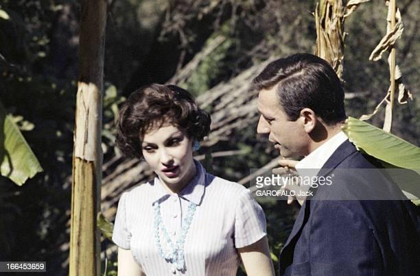 Gina Lollobrigida Cannes 21 mai 1958 L'actrice Gina LOLLOBRIGIDA aux côtés de l'acteur Yves MONTAND fumant une cigarette à l'occasion du festival de...