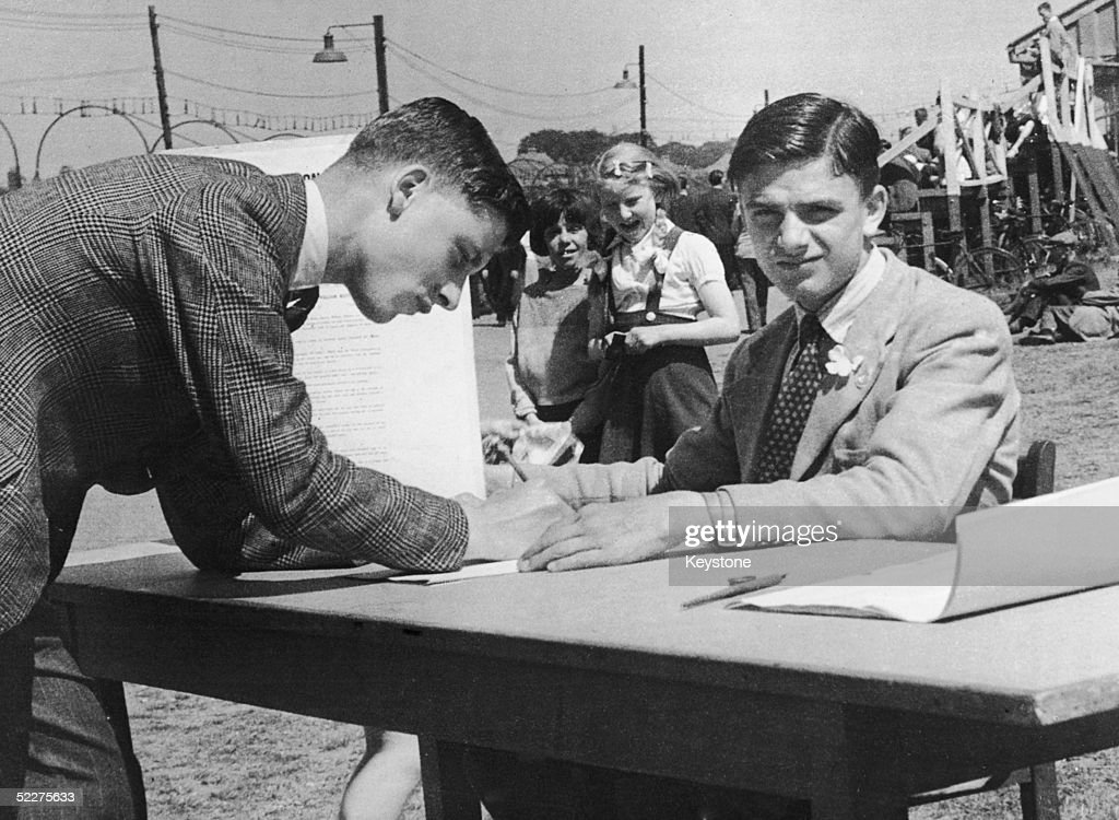 The 16yearold son of convicted murderer Bertie Horace William Manton collects signatures on a petition requesting a reprieve for his father who has...