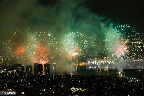 The 2015 Macy's 4th of July Fireworks exploded along the East river from the One World Trade Center Observatory on July 4 2015 in New York City The...