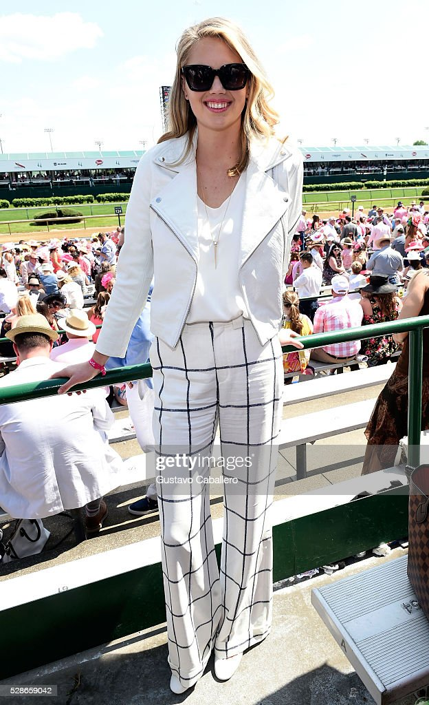 The 2016 Oaks First Lady Kate Upton attends the 2016 Kentucky Oaks at Churchill Downs on May 6, 2016 in Louisville, Kentucky.