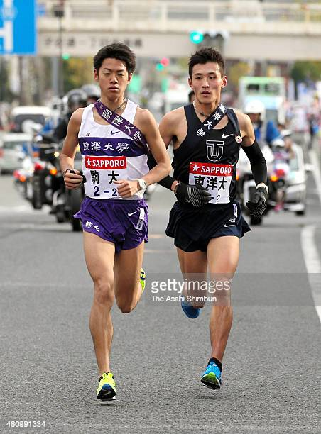 The 2nd runners Kenta Murayama of Komazawa University and Yuma Hattori of Toyo University compete during day one of the 91st Hakone Ekiden on January...