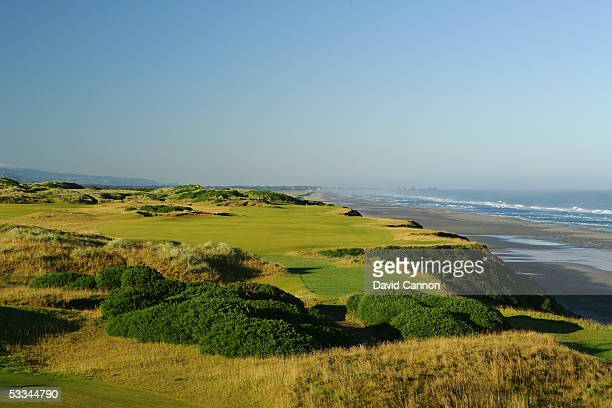 The 463 yard par 4 4th hole on the Pacific Dunes Course designed by Tom Doak at the Bandon Dunes Golf Resort on June 16 2005 in Bandon Oregon United...