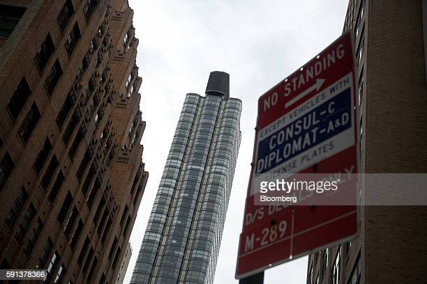 The 50 United Nations Plaza building center stands in New York US on Tuesday June 7 2016 About 3574 newly built apartments will reach the market in...