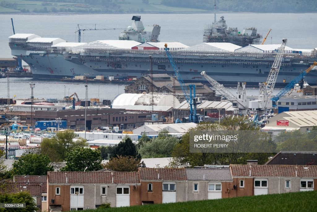 The 65,000-tonne British aircraft carrier HMS Queen Elizabeth is pictured under construction in Rosyth dockyard in Scotland, on May 24, 2016. / AFP / Robert Perry