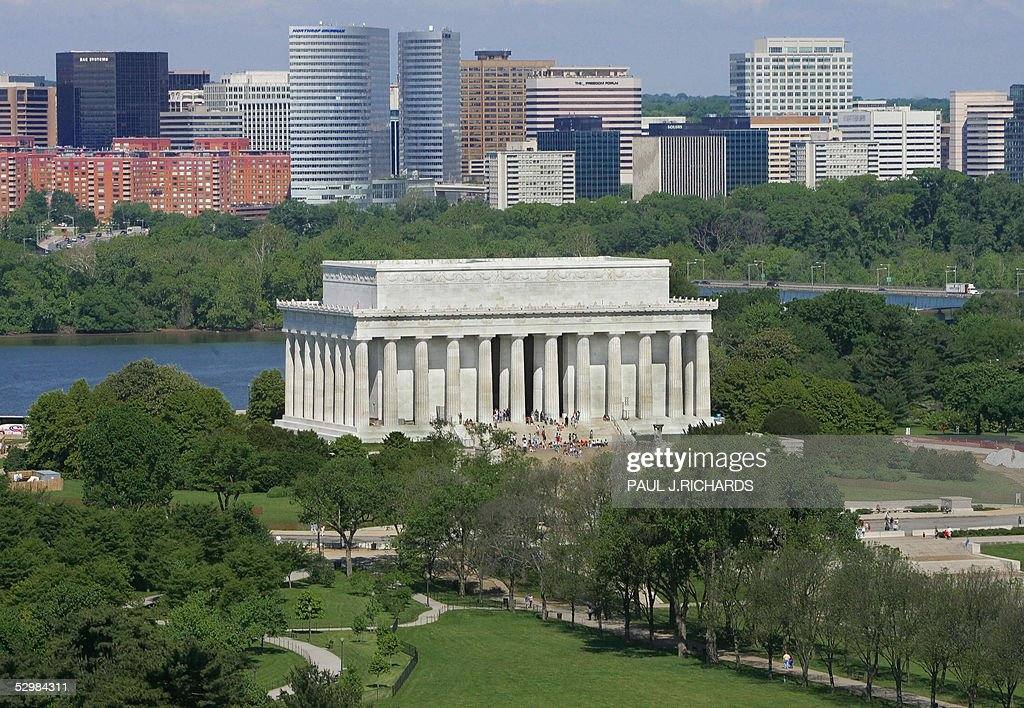 The Abraham Lincoln Memorial in Washington DC and the Rosslyn Virginia skyline to the rear are seen in this 16 May 2005 aerial photo AFP Photo/Paul J...