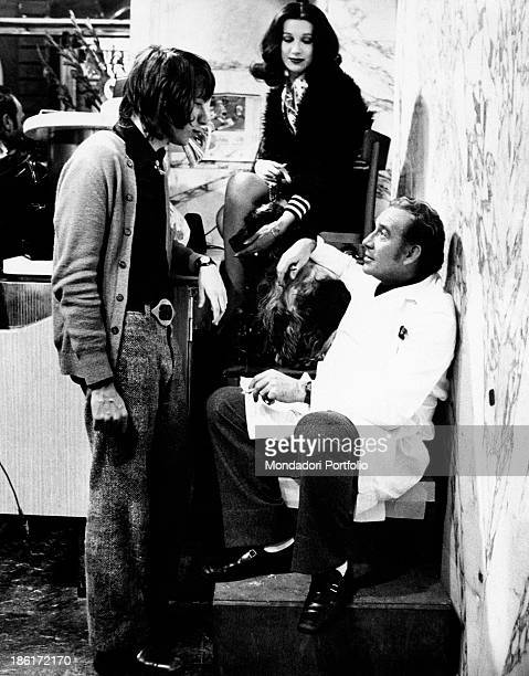 The actors Ugo Tognazzi and Daria Nicolodi as the butcher and his lover Anita respectively chat with Ricky Tognazzi son of the Italian artist in a...