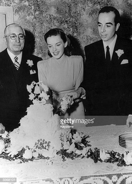 The actress Judy Garland cutting her wedding cake with the second of her five husbands the director Vincente Minnelli
