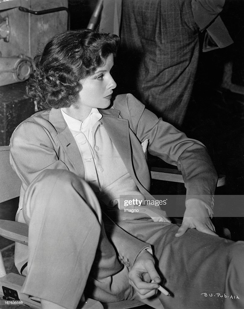 The actress <a gi-track='captionPersonalityLinkClicked' href=/galleries/search?phrase=Katharine+Hepburn&family=editorial&specificpeople=203012 ng-click='$event.stopPropagation()'>Katharine Hepburn</a>, sitting, dresses in suit. Photograph. About 1938. (Photo by Imagno/Getty Images) Die Schauspielerin <a gi-track='captionPersonalityLinkClicked' href=/galleries/search?phrase=Katharine+Hepburn&family=editorial&specificpeople=203012 ng-click='$event.stopPropagation()'>Katharine Hepburn</a> sitzend im Anzug. Photographie. Um 1938. .