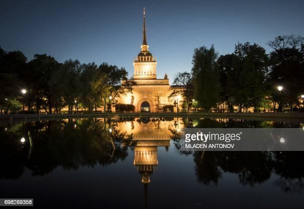 the Admiralty building is seen in the early hours of June 20 2017 in Saint Petersburg / AFP PHOTO / Mladen ANTONOV