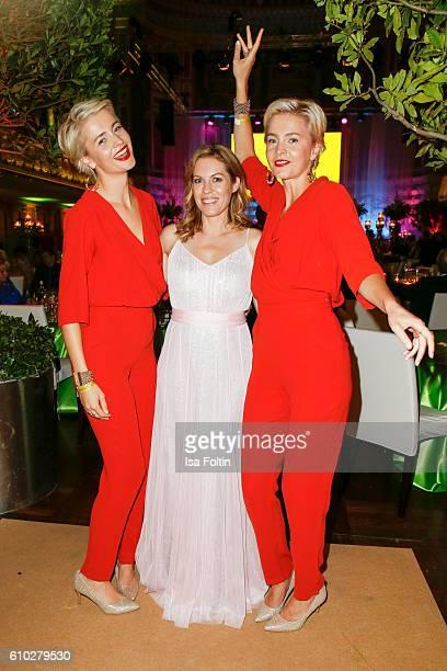 The advertising twins Julia Meise and Nina Meise wit german moderator Jule Goelsdorf at the7th VITA Charity Gala in Wiesbaden on September 24 2016 in...