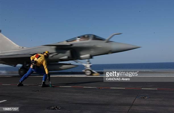 The Aircraft Carrier De Gaulle In Mission Mission HERACLES le porteavions 'CharlesdeGaulle' en mer d'Oman Depuis le 19 décembre dernier le fleuron de...