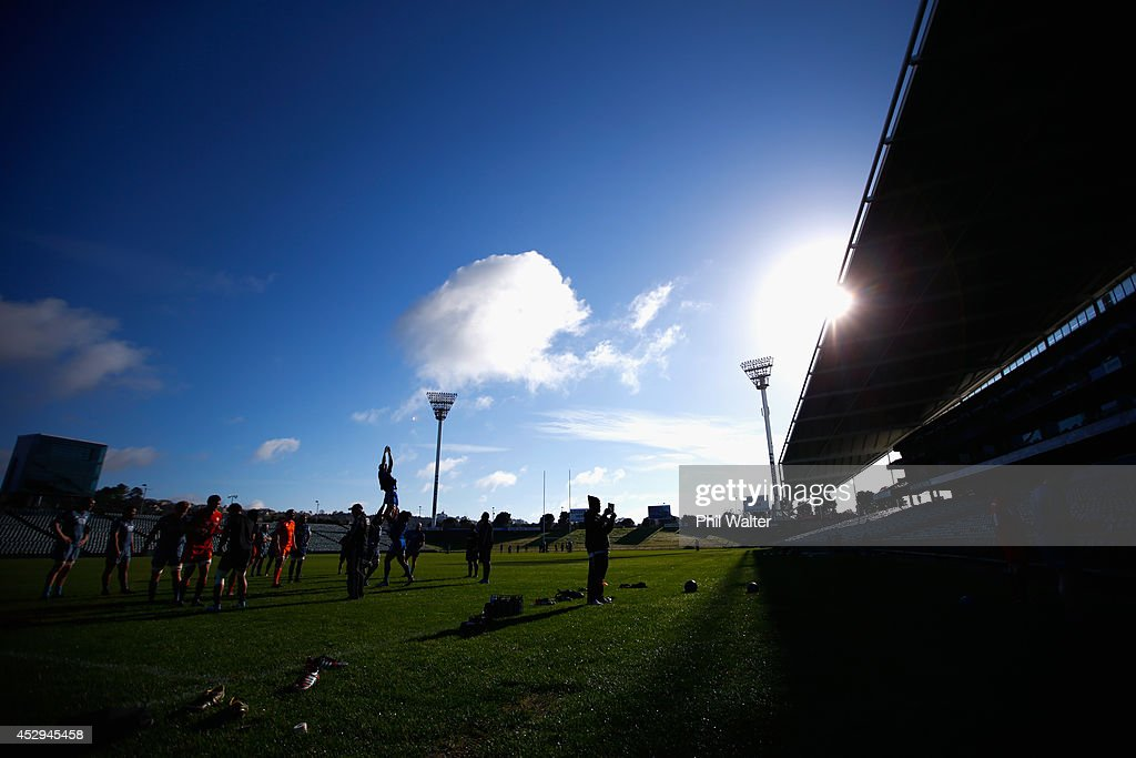 The All Blacks practice the lineout during a New Zealand All Blacks training session at North Harbour Stadium on July 31, 2014 in Auckland, New Zealand.