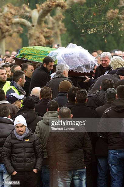 The Ambassador of Turkey Hueseyin Avni Karslioglu holds the coffin with Tugce Albayrak while Hessian Minister President Volker Bouffier stands next...