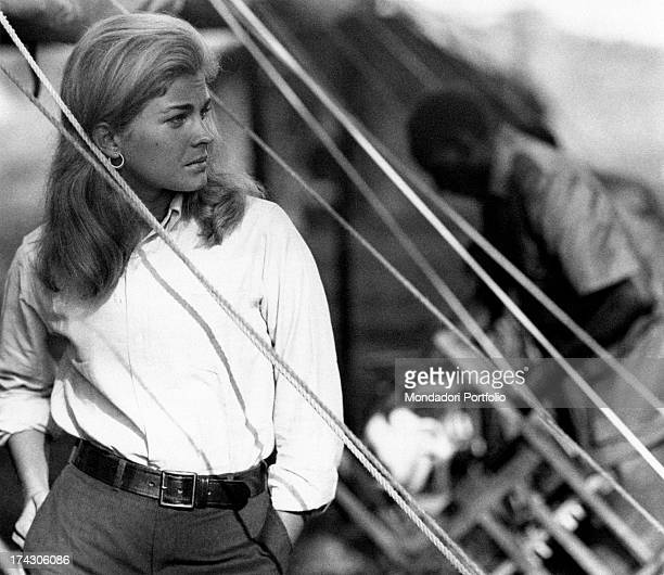 The American actress Candice Bergen is in Kenya during a break from the shooting of the movie Live for Life directed by the French director Claude...