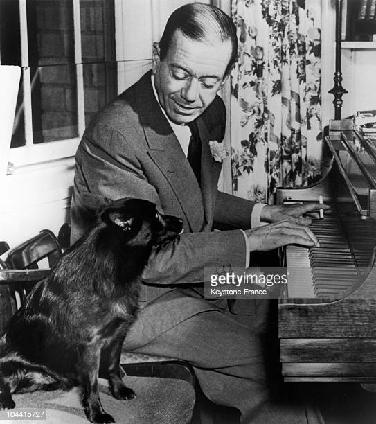The American composer Cole PORTER playing the piano for his dog in the United States in the 1950's