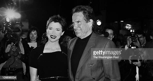 11/09/95 'The American President' film star Annette Bening arrives at screening with husband Warren Beatty photo The Washington Post