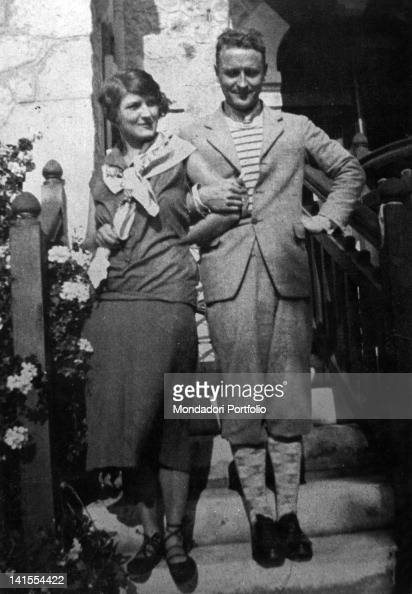 The American writer Francis Scott Fitzgerald and his wife Zelda Sayre posing arm in arm on a staircase 1926