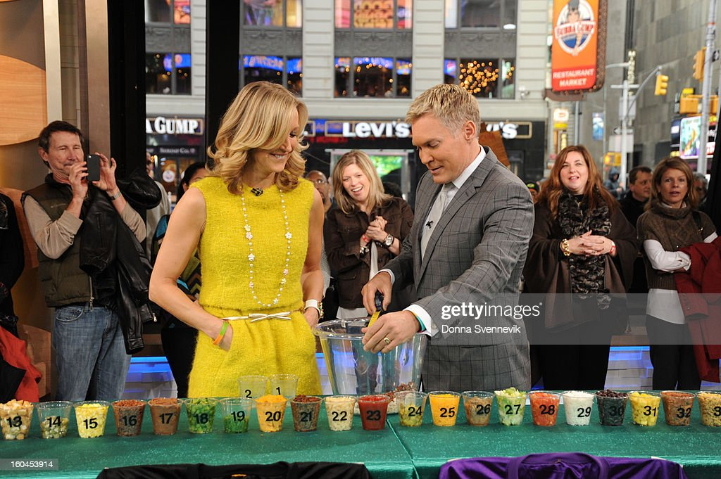AMERICA - The anchors prepare a superbowl party dip on 'Good Morning America,' 1/31/13, airing on the ABC Television Network. (Photo by Donna Svennevik/ABC via Getty Images) LARA