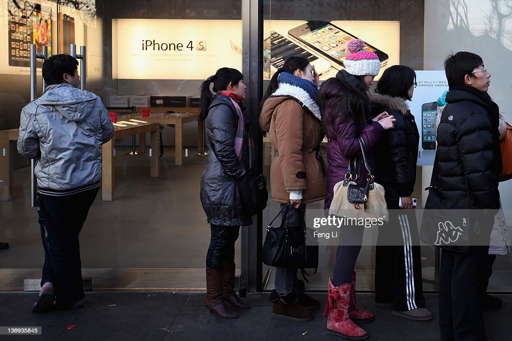 The Apple fans wait outside the Apple's Beijing flagship store on January 13, 2012 in Beijing, China. Apple with China's leading telecommunications carrier, China Unicom, began to sell Apple's iPhone 4S at the Chinese mainland today.