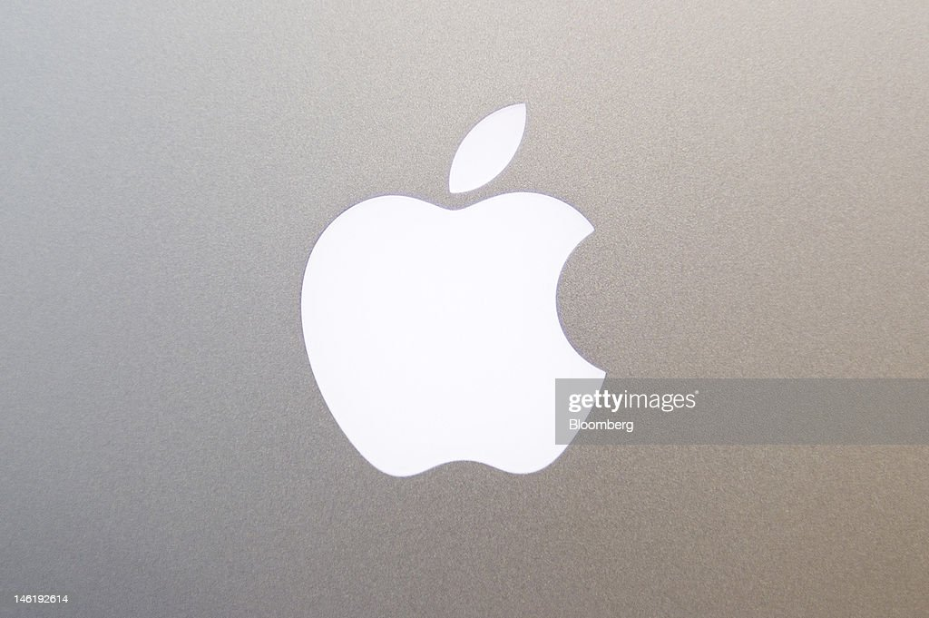 The Apple Inc. logo is displayed on the back of the new MacBook Pro, with retina display, in San Francisco, California, U.S., on Monday, June 11, 2012. Apple Inc. is releasing a fresh lineup of computers and software tools to woo consumers and keep developers making applications amid accelerating rivalry from Google Inc., Microsoft Corp. and, now, Facebook Inc. Photographer: David Paul Morris/Bloomberg via Getty Images