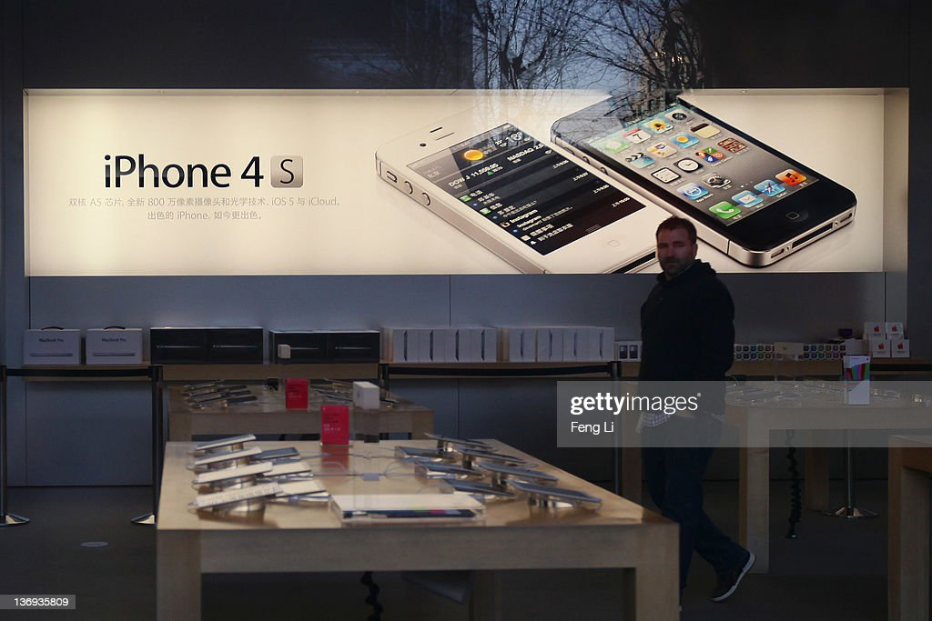 The Apple's Beijing flagship store closes after openning ahead of time in early morning on January 13, 2012 in Beijing, China. Apple with China's leading telecommunications carrier, China Unicom, began to sell Apple's iPhone 4S at the Chinese mainland today.