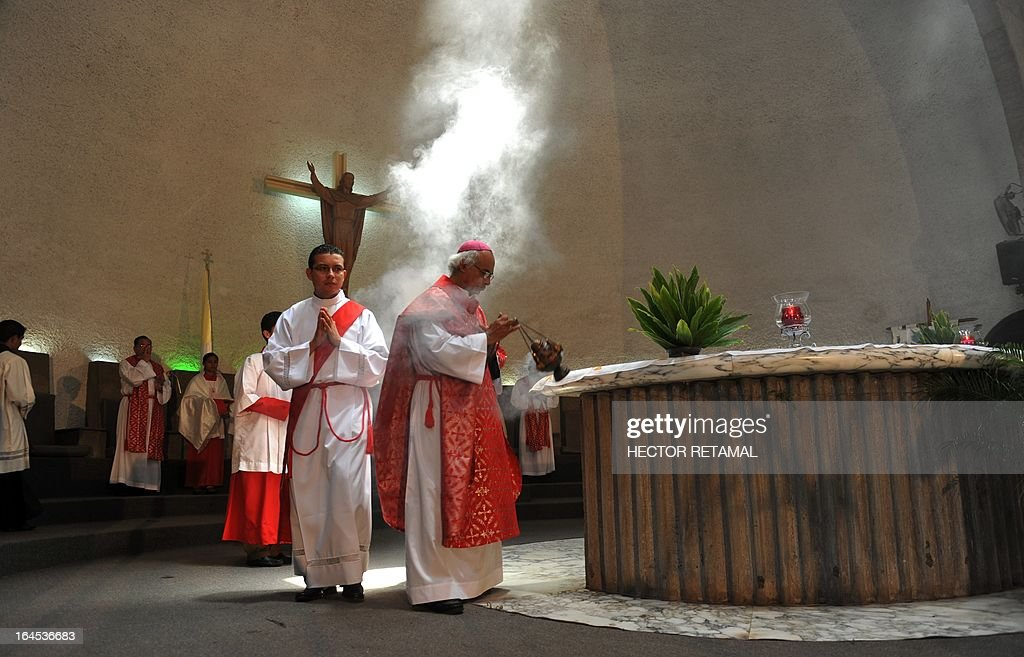 The Archbishop of Managua, Leopoldo Brenes (R), celebrates Palm Sunday mass at the Cathedral of Managua, on March 24, 2013. Palm Sunday marks the beginning of Holy Week, and commemorates Christ's triumphant entry into Jerusalem on the back of a donkey, welcomed by crowds waving palm branches, before his arrest, trial, crucifixion and resurrection. It is traditionally marked by a procession and special mass. AFP PHOTO/Hector RETAMAL