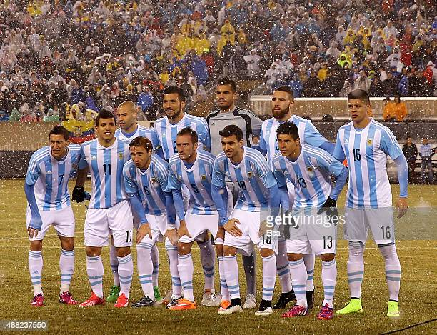 The Argentina team lines up for a picture before the game against Ecuador before a friendly match at MetLife Stadium on March 31 2015 in East...