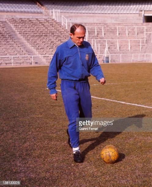 The Argentine soccer player of 'Real Madrid' Alfredo Di Stefano in a training at the stadium 'Santiago Bernabeu' Madrid