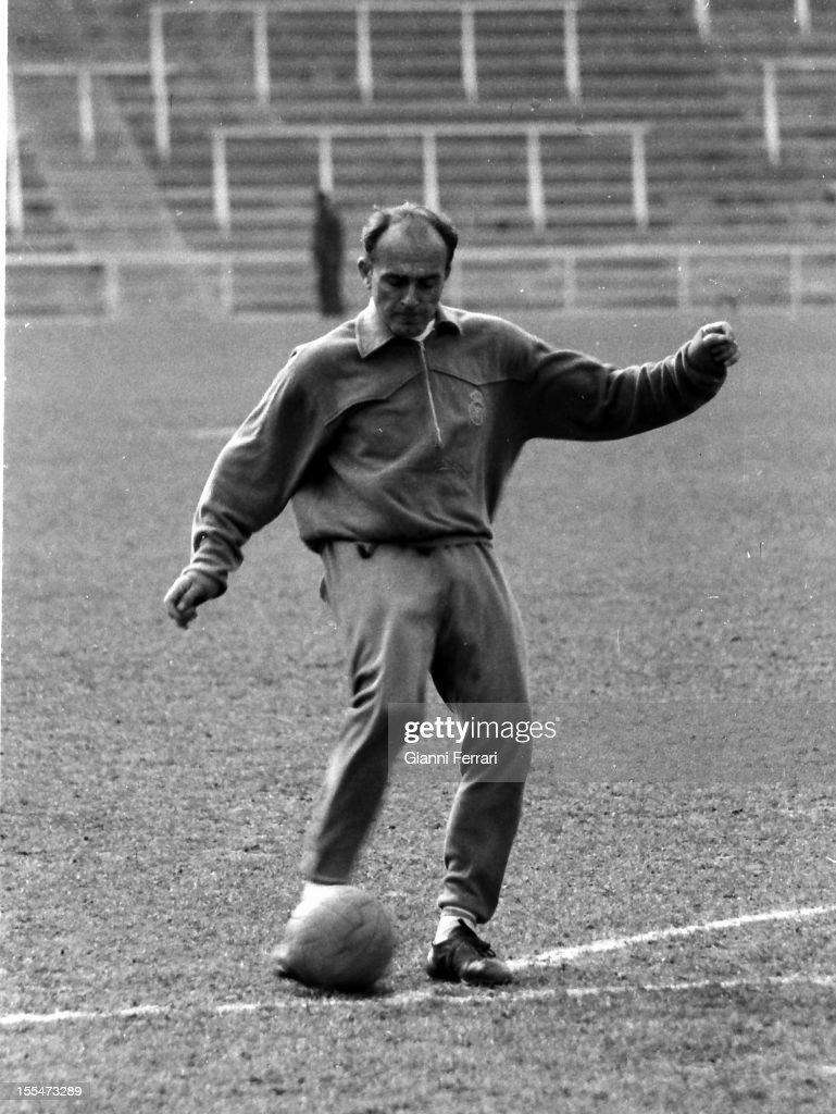 Alfredo Di Stefano training