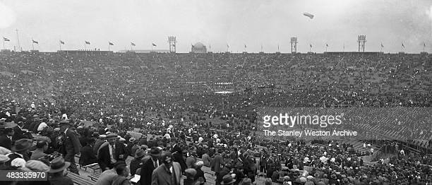 The arivial of boxing fans at Boyle's Thirty Acres where Jack Dempsey beat Georges Carpentier by KO in round 4 of 12 This was boxing's first million...
