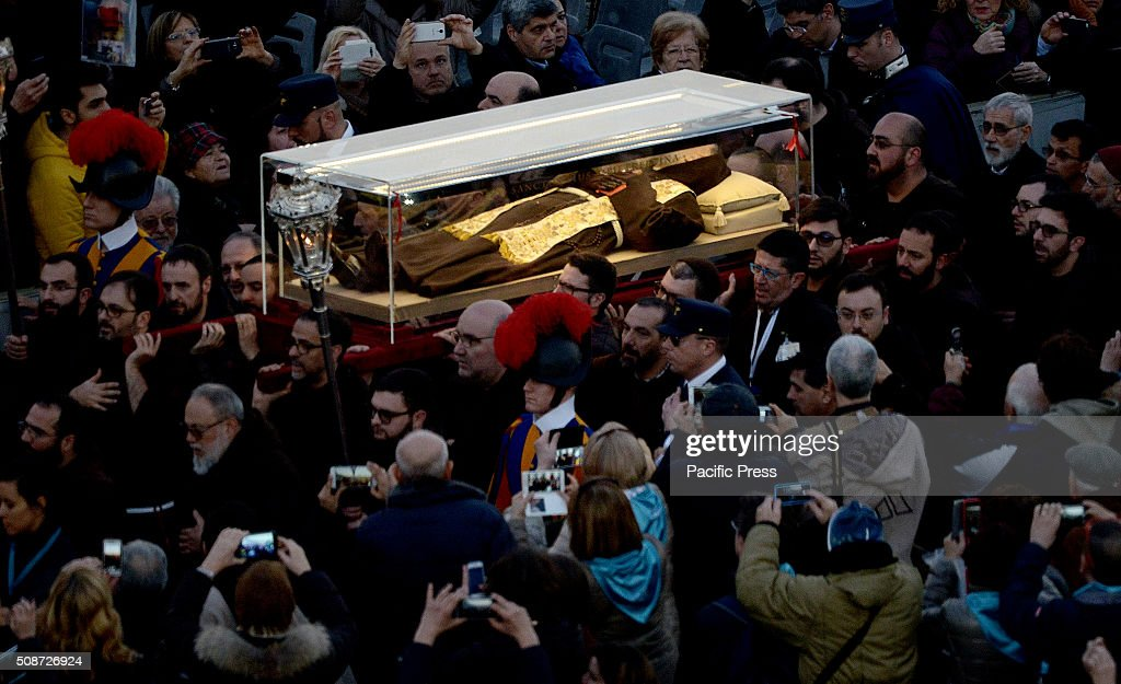 The arrival of Padre Pio's remains at the Vatican after crossing the historic center of Rome. The relics will remain on display in St. Peter until Wednesday, where he planned a huge numbers of the faithful.