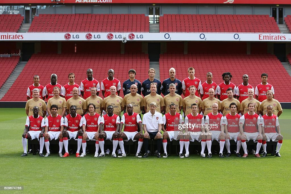 Hilo del Arsenal The-arsenal-fc-squad-20072008-photocall-at-the-emirates-stadium-on-7-picture-id609674788