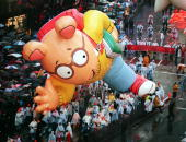 The 'Arthur' balloon is kept close to the ground as it makes its way down Broadway 26 November in New York during the 72nd Annual Macy's Thanksgiving...